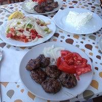 Photo taken at Kıyıköy'un Meshur Köftecisi Yaşar Usta by Tanju on 7/23/2016