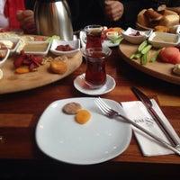 2/7/2015 tarihinde Emine Y.ziyaretçi tarafından Cafe Locale İstanbul'de çekilen fotoğraf