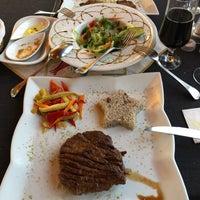 8/10/2018 tarihinde Gökhan K.ziyaretçi tarafından Les Visages Bistro Cafe Bar'de çekilen fotoğraf