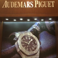 Photo prise au Audemars Piguet Boutique par Kate L. le10/28/2013