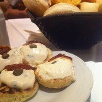 Foto tomada en Rosatto Restaurante por Cynthia S. el 2/1/2013