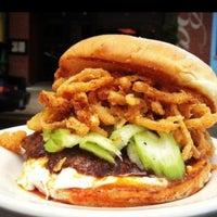 Photo prise au DMK Burger Bar par Kandice H. le6/14/2013
