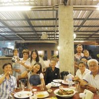 Photo taken at ครัวหญ้าคา (Yakha Khaoyai Restaurant) by Pornsumond P. on 1/14/2017