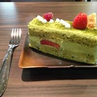 Foto tirada no(a) Kazu Cake por Lhy L. em 5/18/2013
