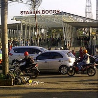 Photo taken at Stasiun Bogor by Herny A. on 3/29/2014