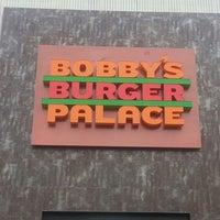 Foto tomada en Bobby's Burger Palace por Troy P. el 10/22/2013