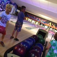 Photo taken at Bowlingpaleis by Emmely D. on 7/30/2015