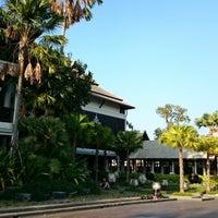 Photo taken at โรงแรมเฮือนนานา by Sarayut U. on 11/22/2014