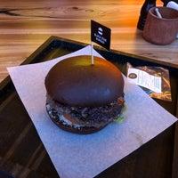 2/25/2018 tarihinde Александрziyaretçi tarafından Black Star Burger Prime'de çekilen fotoğraf