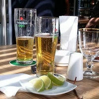 Das Foto wurde bei The Beer Box von Carlos C. am 11/13/2013 aufgenommen