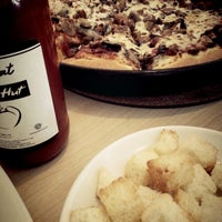 Photo taken at Pizza Hut by Ferdi F. on 8/11/2013