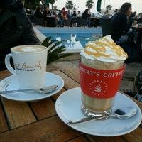 Photo taken at Robert's Coffee by Tuğçe A. on 11/8/2015