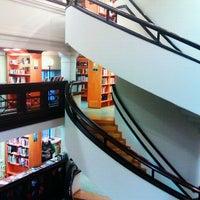 Das Foto wurde bei Rikhardinkadun kirjasto von Stefano P. am 12/22/2012 aufgenommen