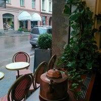 Foto diambil di Café Succès oleh Stefano P. pada 6/16/2016