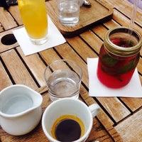7/22/2015 tarihinde Radka L.ziyaretçi tarafından Leroy Bar & Café'de çekilen fotoğraf