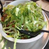 Das Foto wurde bei Chipotle Mexican Grill von Ash am 2/14/2015 aufgenommen