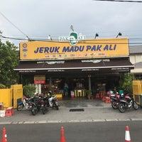 Photo taken at Jeruk Madu Pak Ali Sg Nibong by hafizul a. on 3/19/2017