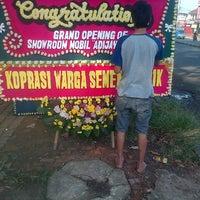 Photo taken at Toko bunga mekar mekar wangi florist cibinong by Yusuf L. on 11/1/2013