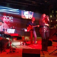 Photo prise au Zoe Live Bar par Rashida B. le10/1/2014