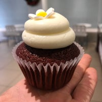 Photo taken at La Luna Cupcakes by Simply on 11/28/2017