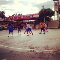 Photo taken at Lapangan basket ball kapuas by Merry B. on 7/11/2014
