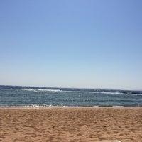 Foto tirada no(a) Beach @ Rixos Hotel por Lama M. em 8/14/2014