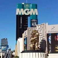 Das Foto wurde bei MGM Grand Hotel & Casino von Darwin R. am 11/5/2013 aufgenommen