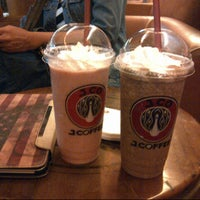 Photo taken at J.Co Donuts & Coffee by Vania D. on 11/17/2013