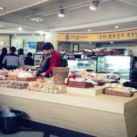 Photo taken at PNB 풍년제과 by Heejin K. on 4/21/2013