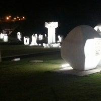 Foto tirada no(a) Parque das Esculturas por Dani D. em 4/25/2014