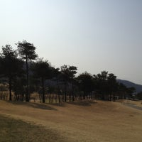 Photo taken at 덕산대 체력단련장 by HYEOK C. on 3/24/2013