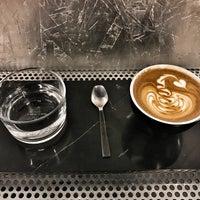 Foto tomada en Voyager Espresso por Hana K. el 4/7/2017