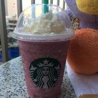 Das Foto wurde bei Starbucks von Eri Y. am 12/16/2017 aufgenommen