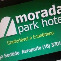 Foto tirada no(a) Morada Park Hotel por Fernando G. em 9/29/2012