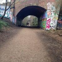 Das Foto wurde bei Parkland Walk (Finsbury Park to Crouch End Section) von Jenn C. am 3/8/2015 aufgenommen