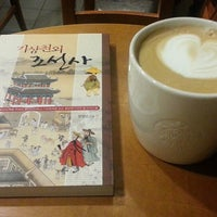 Photo taken at Starbucks by Joseph L. on 11/10/2013