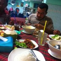 Photo taken at Restoran Redhza by Nasarudin M. on 3/29/2014