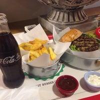 4/18/2014 tarihinde Oguz✔️ziyaretçi tarafından Burgerillas'de çekilen fotoğraf