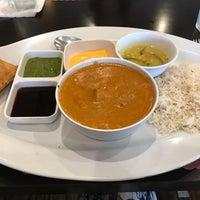 Foto tirada no(a) Saffron Indian Cuisine por Gloria J R. em 12/7/2017