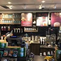 Photo taken at Starbucks by Jaen L. on 9/24/2017