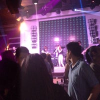 Photo taken at FabriQue & Bar Rouge (แฟบบริค) by Aor on 4/4/2015