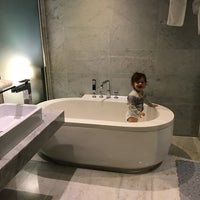 Photo taken at Hotel MATTHIEU Yeosu by Jul 🍒 on 3/18/2017