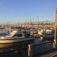 Photo taken at Anthony's Homeport by Damon S. on 8/31/2017