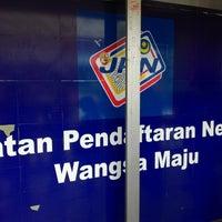 Photo taken at Jabatan Pendaftaran Negara (JPN) by Syazwan R. on 11/18/2014