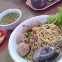 Photo taken at Mie Pangsit Gajah Mada by Mita Mey S. on 5/1/2014