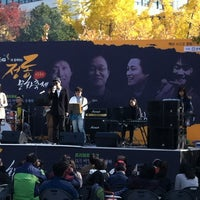 Photo taken at 정동제일교회앞 (610 소셜프렌즈데이) by James S. on 11/3/2012