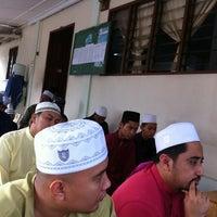 Photo taken at Madrasah As-Solihin (masjid kubur) by Cikgu N. on 8/8/2013