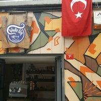 รูปภาพถ่ายที่ Wake Up Çukurcuma โดย Cenk A. เมื่อ 4/23/2016