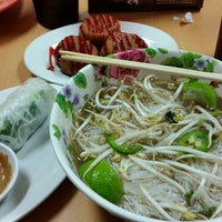 Photo taken at Pho Me Noodle Bar by Victoria C. on 9/25/2014