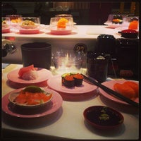Photo taken at 爭鮮迴轉壽司 SUSHI EXPRESS(林森店) by Cristian U. on 9/15/2013